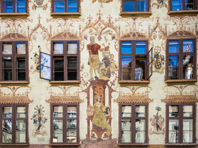 Decorated walls are common in the Altstadt.