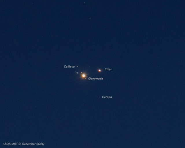Great Conjunction with labels of Jupiter and Saturn (21 December 2020)
